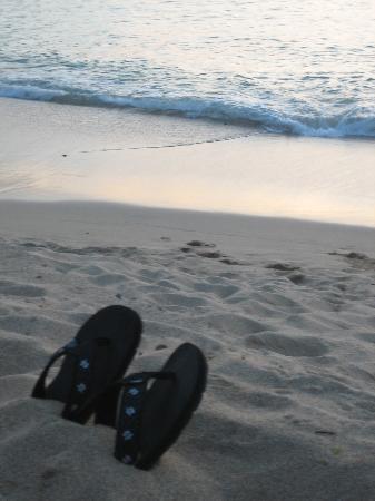 Kahana Sunset: Slippahs - KS beach