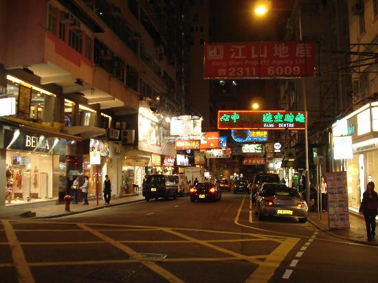 Empire Hotel Kowloon : Another cross street from hotel
