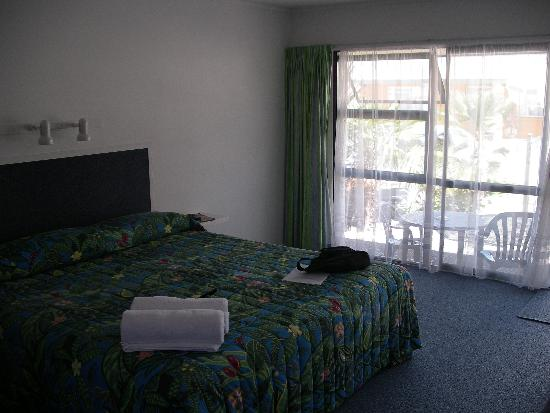 Mana-Nui Motel: Spacious bedroom