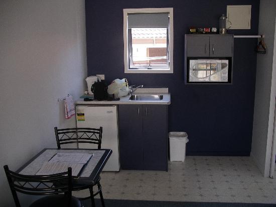 Mana-Nui Motel: Kitchen area