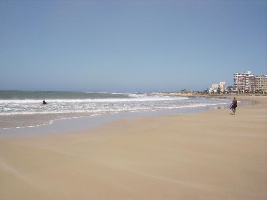 Summerstrand, Sudafrica: Beach across the road from the hotel