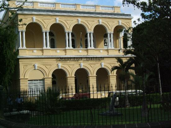 Port Louis: Museum from the outside