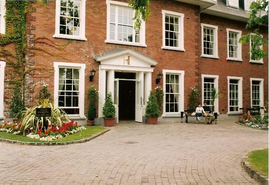 Hayfield Manor Hotel : Hotel entrance