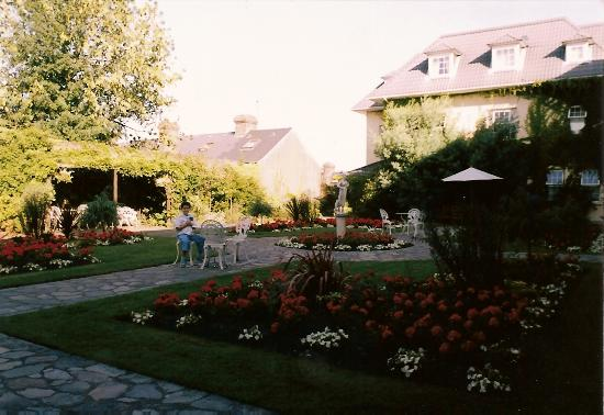 Hayfield Manor Hotel : lovely garden at the back of the Hotel