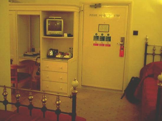 The Crown Hotel: Room 27
