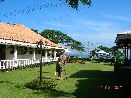 Sabah Hotel Sandakan: Agnes Keith House grounds.