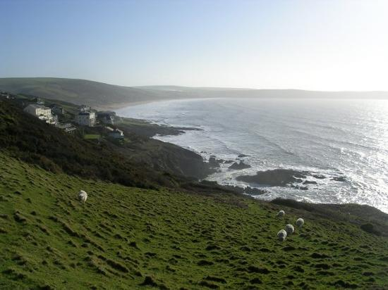 Southcliffe Hall: Coastal walk from village of Lee