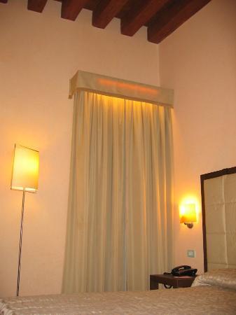 Palazzo Selvadego: Techode madera y cortinas iluminadas