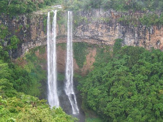 Chamarel: The waterfall