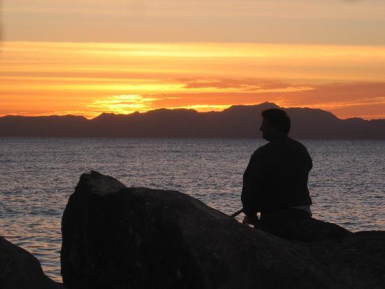 Coco Cabanas Loreto: Fisherman on Marina at sunrise