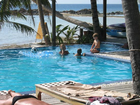 Sunset Cove Resort: pool at day
