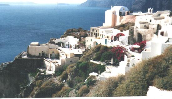Hotel Atlantida Villas: Oia looking toward the Caldera