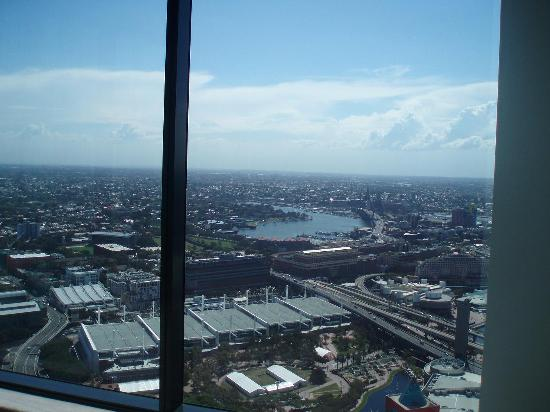 Meriton Suites World Tower, Sydney: View from Living Room