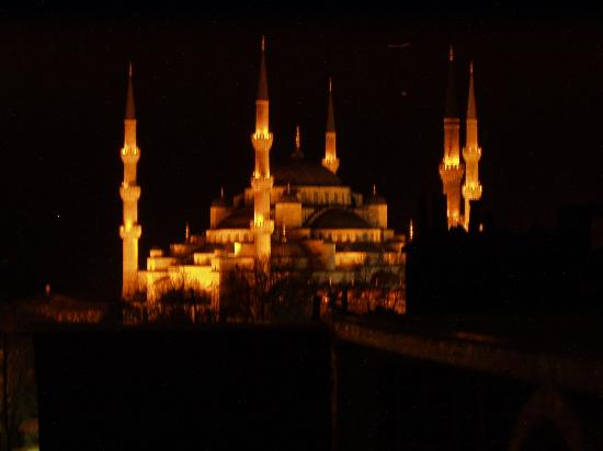 Nomade Hotel : Night View of Blue Mosque from Nomade Roof Terrace
