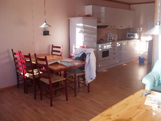 Norlandia Trysil Hotell : The kitchen - area with dining table for six