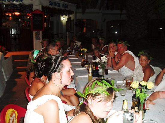 Las Buganvillas Apartments: toga party at pool side