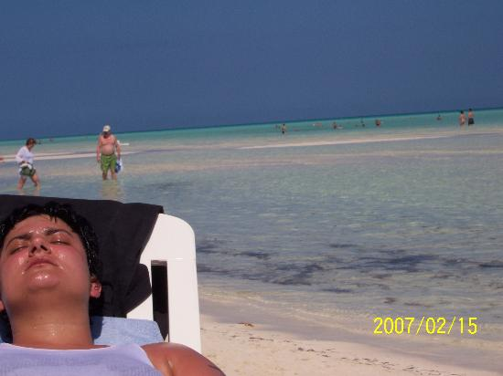 Melia Cayo Guillermo: tanning beauty!