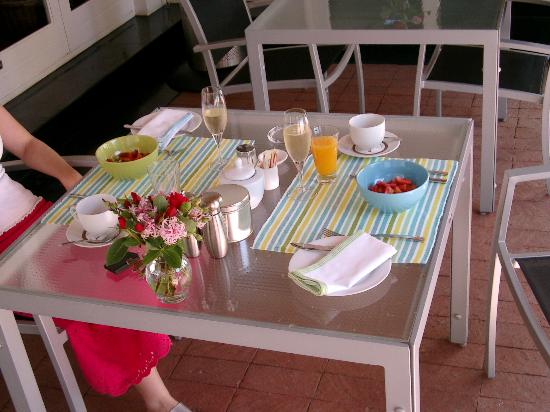 Ballinderry, The Robertson Guest House: Champagne breakfast included!