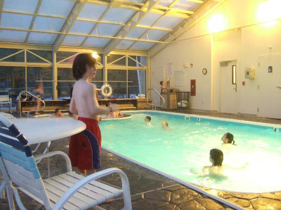 Holiday Inn Express North Conway: indoor pool is fun