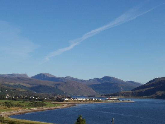 Ardvreck House: Ullapool view from the Guest House