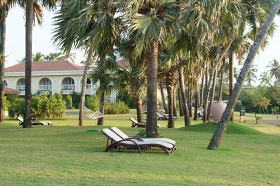 Exentive, well-groomed gardens - Picture of The Zuri White Sands Goa ...