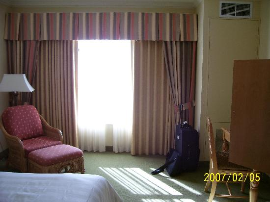 Monumental Hotel Orlando : Spacious rooms with nice sitting area