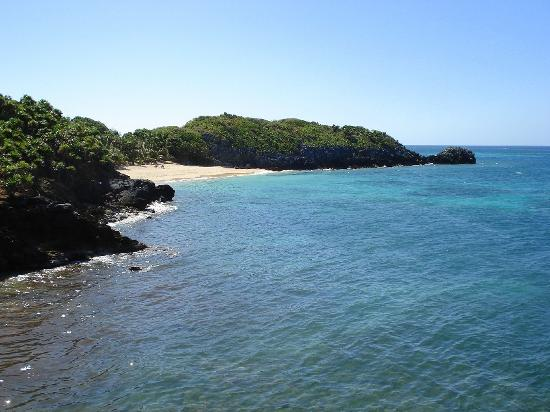 Paya Bay Resort: lil beach from restaurant