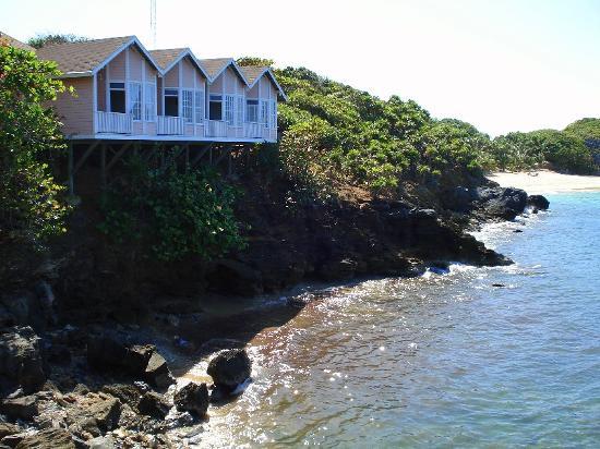 Paya Bay Resort: cliff rooms from restaurant