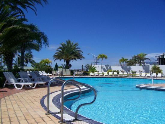 Flamingo Beach Hotel: Swimming pool