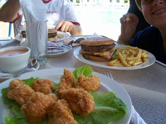Flamingo Beach Hotel: The food