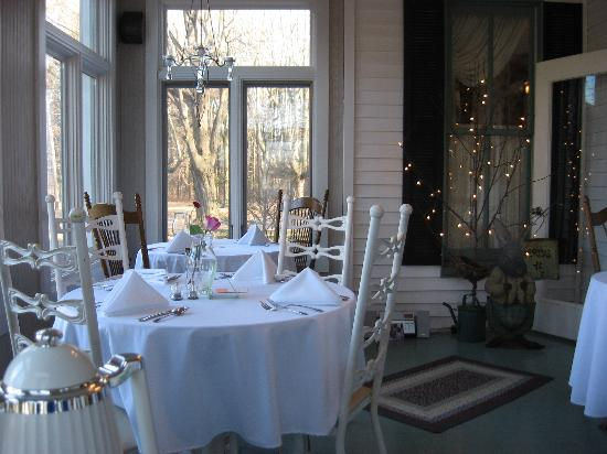 Sycamore  Farm Bed  & Breakfast: Sun Room for Breakfast