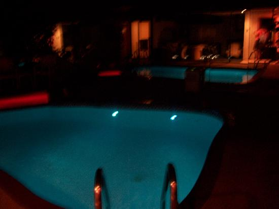 Sybaris Northbrook: pool