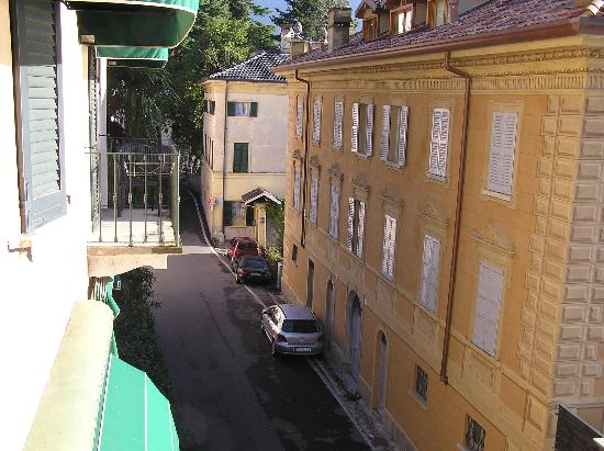 Hotel Orso Bruno: Looking north from bedroom