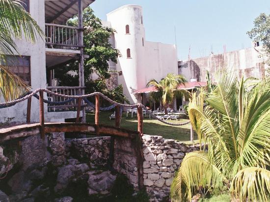 Hotel Posada Sian Ka'an: courtyard view