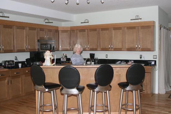 Sunshine Chalet: kitchen