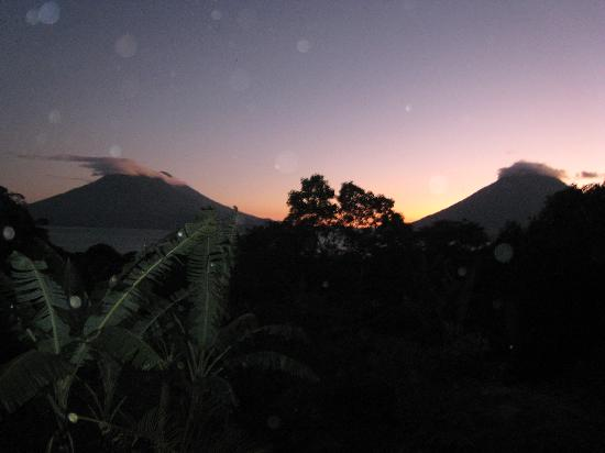 Vulcano Lodge: A view of the sunset from our room!!!