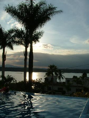 TX Hotel: Vista al lago, desde la alberca