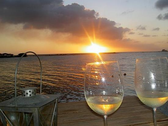 Bucuti & Tara Beach Resort Aruba: Wine at Flying Fishbones
