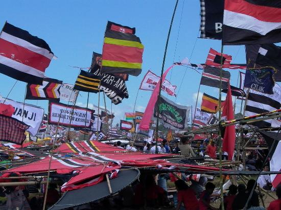 Sanur, Indonesia: kite day madness