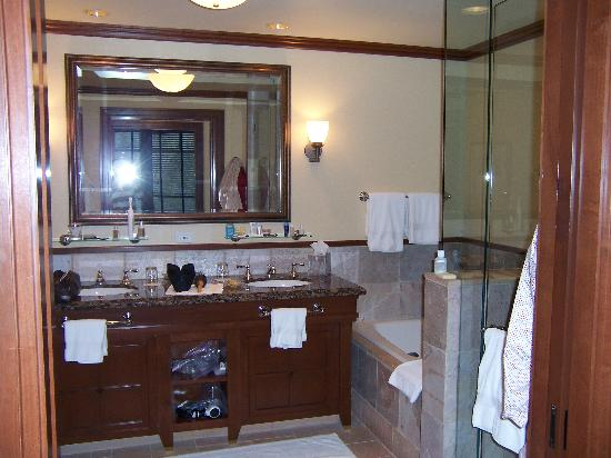 Four Seasons Resort and Residences Whistler: Gorgeous Bathroom