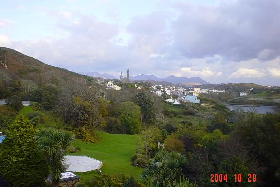 ‪‪Clifden‬, أيرلندا: Clifden from Abbeyglen‬