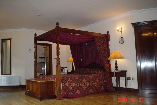 Abbeyglen Castle Hotel: turret room