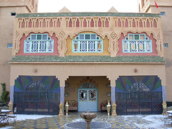 Kasbah Asmaa: Hotel entry from courtyard