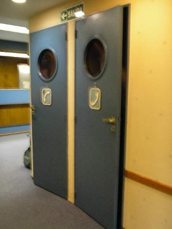 فيكتوري هوتل: Victory Hotel,B.Aires: Telephone cabins