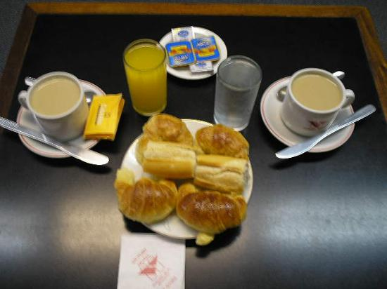 Victory Hotel,B.Aires: The breakfast