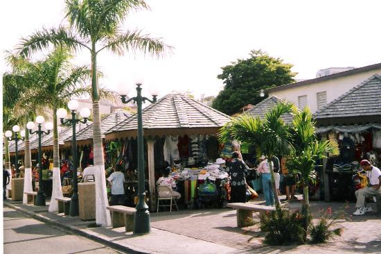 Hotel Mont Vernon: marché aux puces Marigot