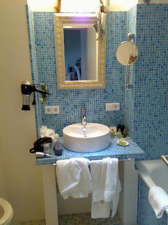 Hotel Wilhelm Busch: new modern bathroom