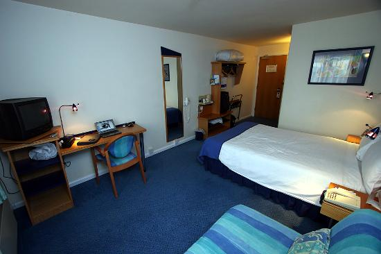Holiday Inn Express Newcastle Metro Centre: Double room with sofa bed in older wing.