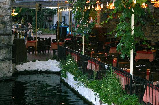 Plage de Calis : The Duck Pond Restaurant
