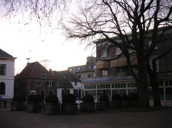 Hotel de Wereld: Back view / terrace (in jan)